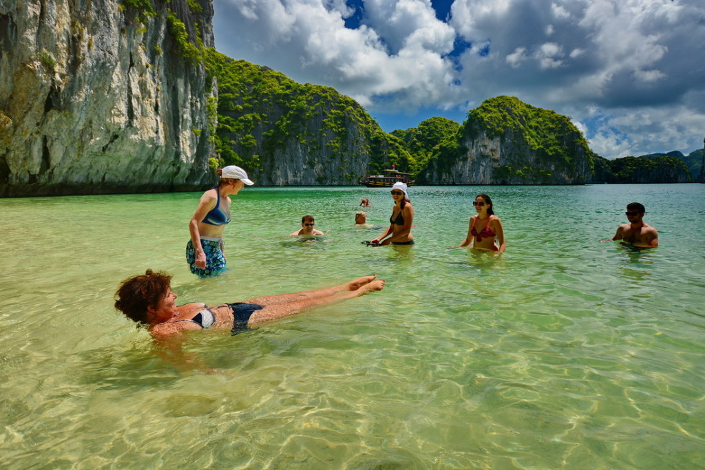 halong bay beach party